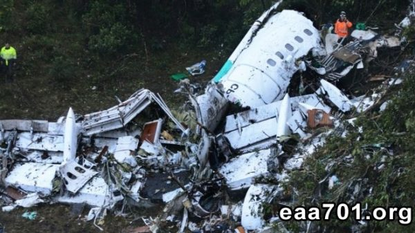 Airplane crash graphic images