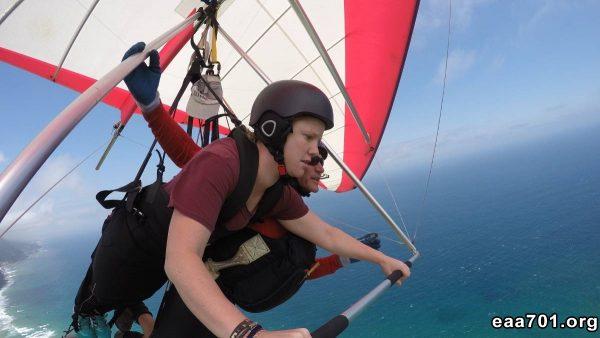 Hang glider photobomb