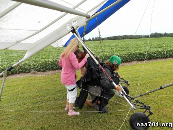 Hang glider photo girls